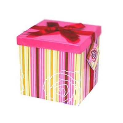 Ροζ Κουτί δώρου με ρίγες