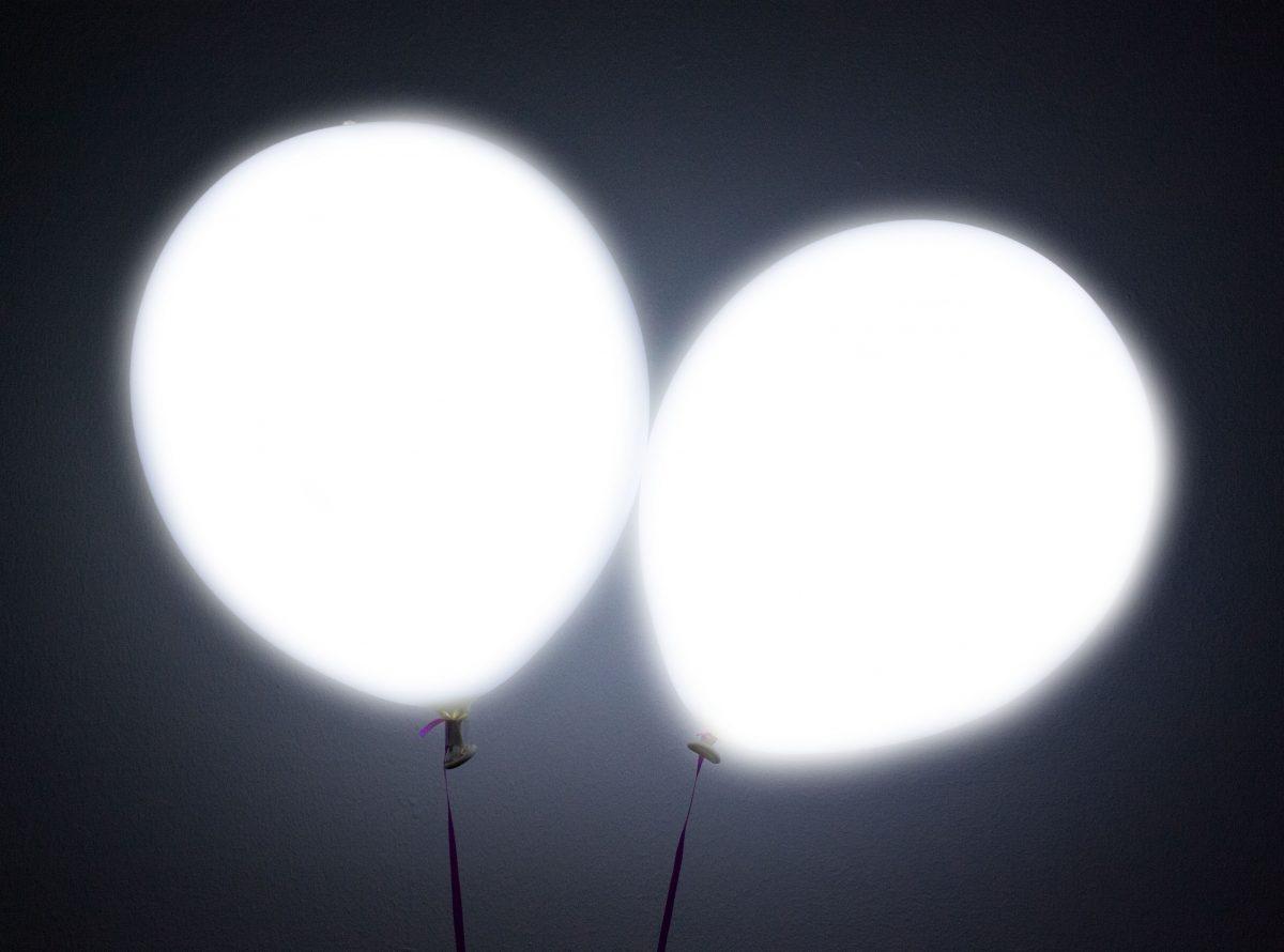 Λευκό Μπαλόνι με φωτάκι LED (2 τεμ) φωτεινά μπαλόνια