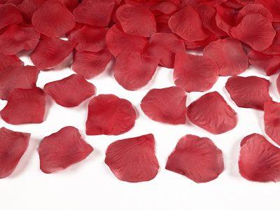 Κόκκινα ροδοπέταλα σε σακουλάκι