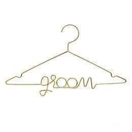 """Μεταλλική χρυσή κρεμάστρα """"Groom"""""""