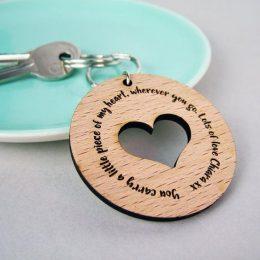 Μπρελόκ καρδιά με μήνυμα και όνομα + κουτί δώρου